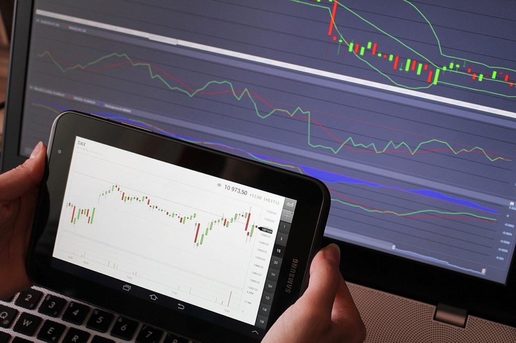 The Benefits Of Cryptocurrency Explained: Should I Trade Cryptocurrencies? - image3 4 1024x682