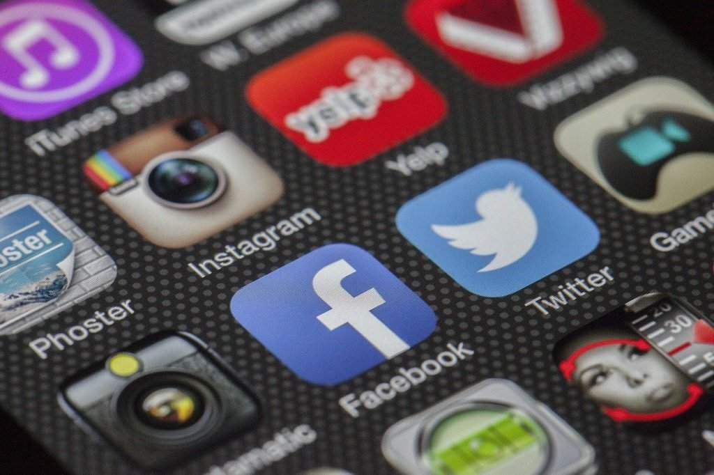 What Is Social Trading? Differences Between Social And Copy Trading - image2 1 1024x682